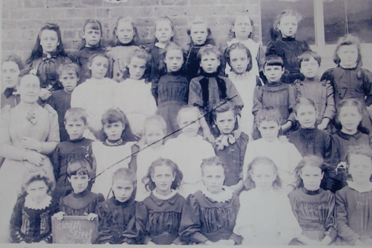 Selina Dix & South St Children 1892