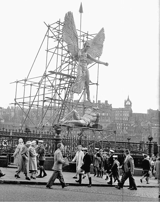 0_around_edinburgh_-_waverley_market_epstein_memorial_exhibition_st_michael_99999809_000-000-059-023_768